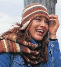 Как связать спицами полосатая шапочка с ушками и шарфик