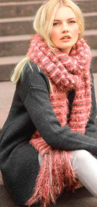 Как связать спицами пушистый шарф с бахромой