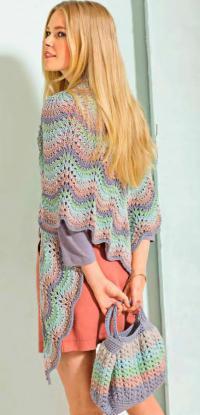 Как связать спицами разноцветный платок с волнистым узором и сумка