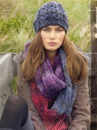 Как связать спицами шапка с косами и цветной снуд