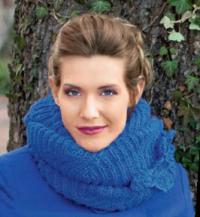 Как связать спицами шарф-хомут с цветами