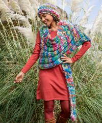 Как связать спицами цветной комплект из шапки и накидки крупной вязки