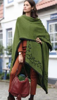 Как связать спицами шарф-накидка большого размера с вышивкой