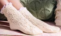 Как связать спицами ажурные кружевные носочки