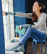 Как связать спицами полосатые носки с жаккардовым узором