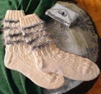 Как связать спицами полосатые носочки с бахромой