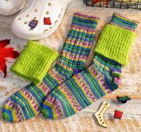 Как связать спицами разноцветные полосатые носочки с гетрами