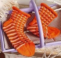 Как связать спицами яркие цветные носки с рулькой