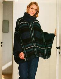 Как связать спицами теплое свитер-пончо с рисунком клетка и большим воротом