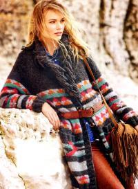 Как связать спицами жаккардовое пальто с бахромой