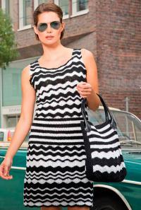 Как связать крючком полосатое платье в черно-белой гамме