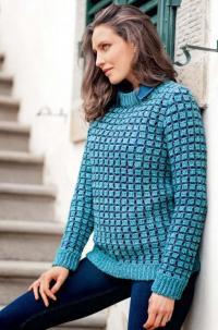 Как связать крючком пуловер в двухцветную рельефную клетку