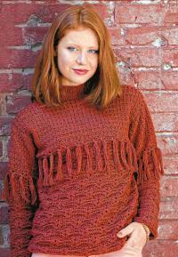Как связать крючком узорчатый свитер с бахромой