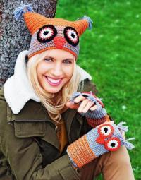 Как связать крючком цветная шапка и митенки с совами