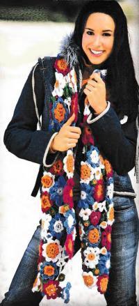 Как связать крючком цветной шарф с цветочным узором