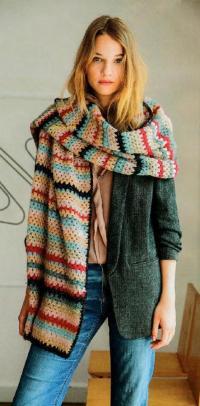 Как связать крючком широкий цветной шарф