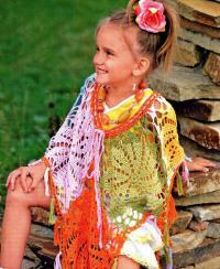 Как связать крючком цветное кружевное пончо для девочки