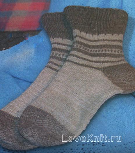 Как связать  полосатые носки с пяткой бумеранг