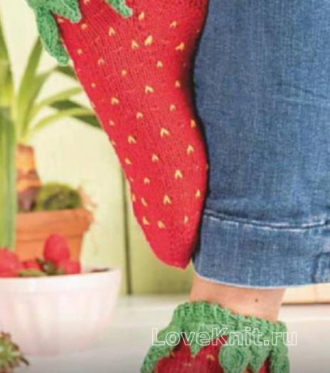 Как связать крючком оригинальные носки «клубника»