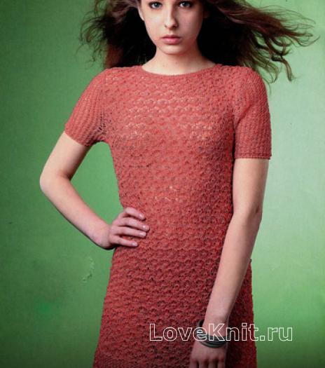 Как связать спицами платье до колена с ажурными дорожками