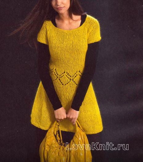 Как связать спицами желтое платье из мохера с круглым воротником