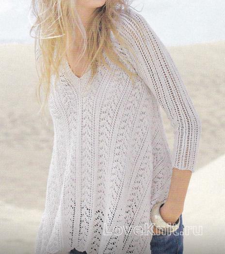 Как связать спицами  белый пуловер с асимметричным краем