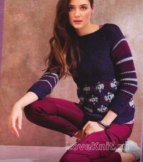 Как связать спицами пуловер с кружевной вставкой и полосатыми рукавам