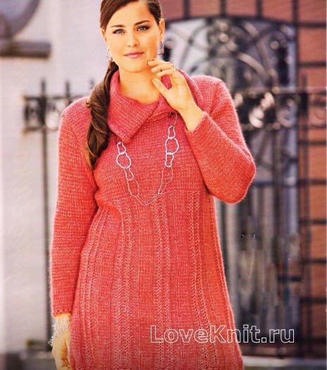 Как связать спицами удлиненный красный пуловер с асимметричным воротником