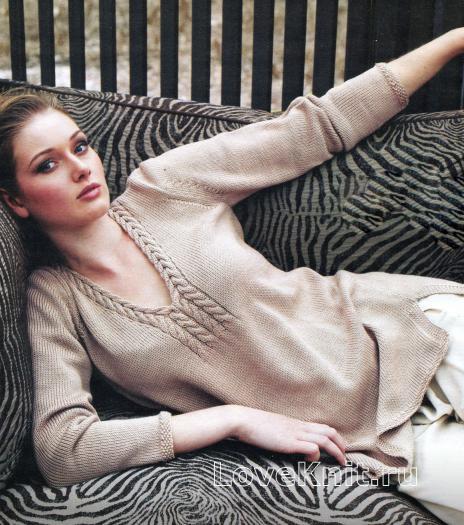 Как связать спицами удлиненный пуловер бежевого цвета