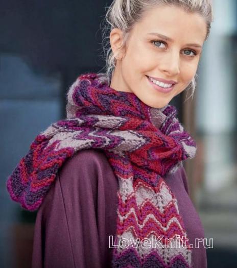 Как связать спицами цветной шарф с волнистым узором