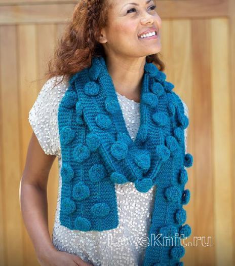 Как связать спицами объемный шарфик с шишечками
