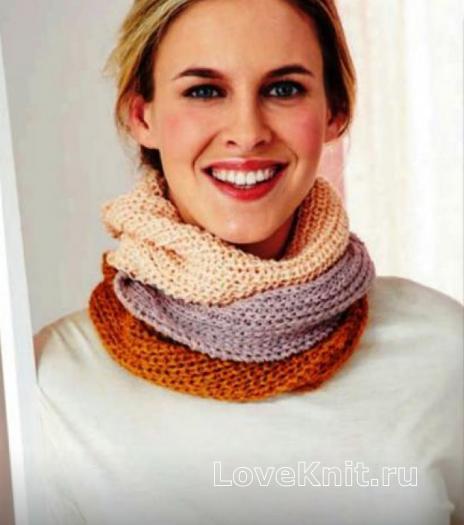 Как связать спицами трехцветный шарф-снуд