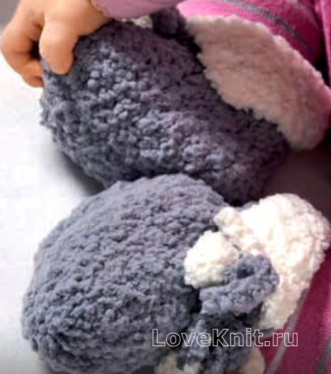 Как связать спицами цветные детские пинетки с отворотами