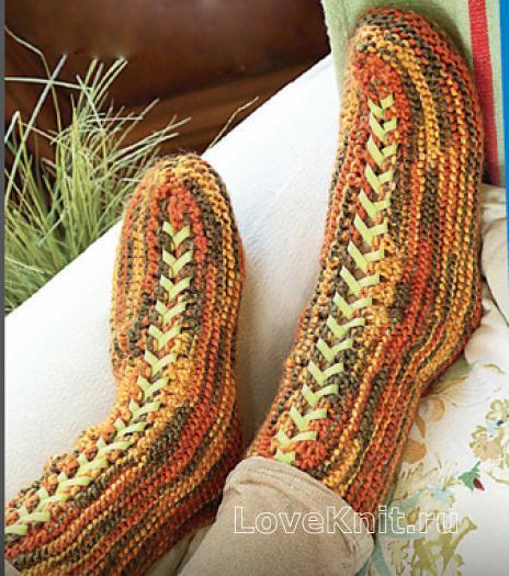 Как связать спицами меланжевые носки на шнуровке