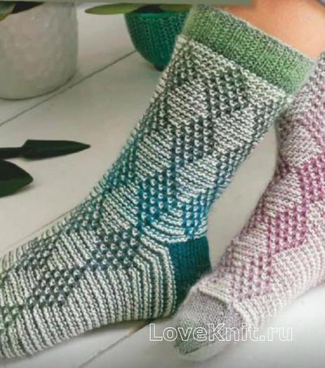 Как связать спицами носки с узором «ромбы»