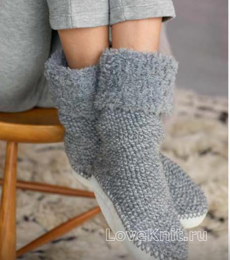 Как связать спицами пушистые носки с плотной подошвой