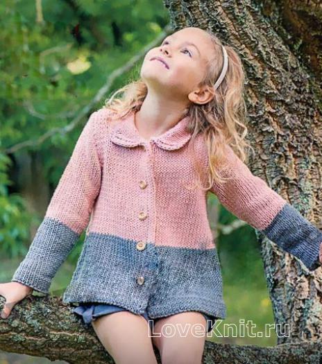 Как связать спицами детское двухцветное пальто с круглым воротником