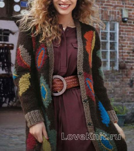 Как связать спицами длинное пальто с цветным рисунком из листьев