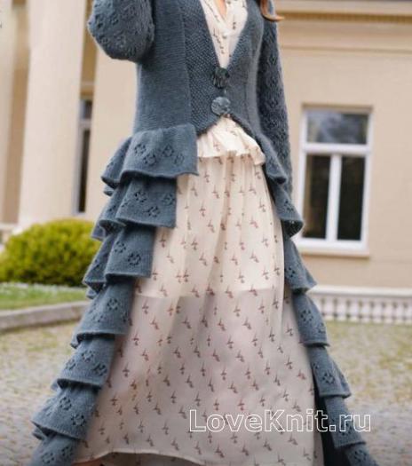 Как связать спицами длинное пальто с рюшами на юбке