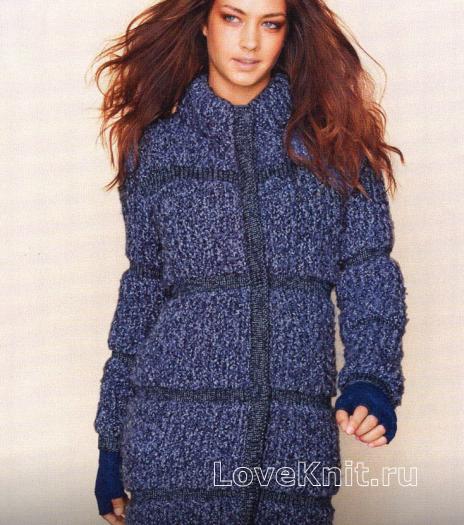 Вязаное синее пальто спицами