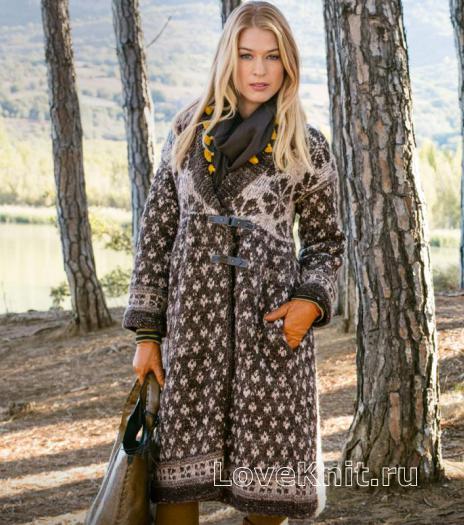 Как связать спицами теплое пальто с жаккардовым узором
