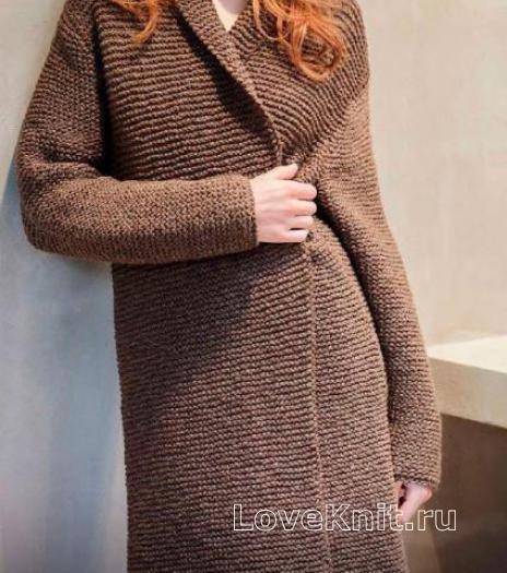 Как связать спицами удлиненное пальто простого кроя