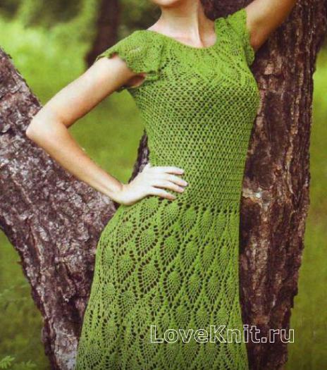 Как связать крючком приталенное ажурное платье с узором