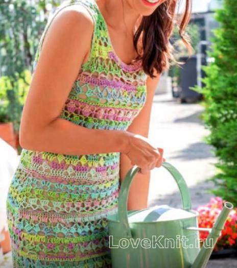 Как связать крючком разноцветное ажурное платье до колена