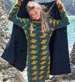 Спицами цветное платье-свитер с узором в технике интарсий фото к описанию