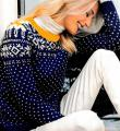 Спицами цветной свитер со снежинками фото к описанию