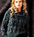Спицами джемпер с крупными косами  и шарф-снуд фото к описанию
