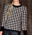 Спицами классический пуловер с жаккардовым узором фото к описанию