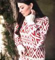 Как связать спицами удлиненный свитер с цветным узором