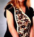 Спицами удлиненная безрукавка с контрастной вышивкой фото к описанию